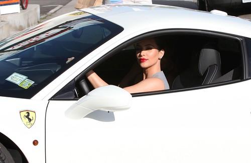 Kim Kardashian cops a $325,000  Ferrari