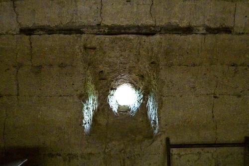 .....古老的砲彈孔,保衛住家園安全.....