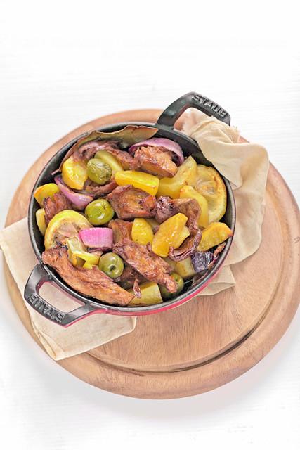 Seitan e patate al forno con limoni e olive