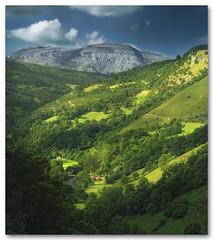 Paisaje Cantabro IV (agural) Tags: sun mountain tree verde green sol nature landscape nikon arboles valle paisaje montaña cantabria mygearandme ringexcellence agural artistoftheyearlevel2