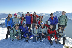 GORE-TEX® Experience Tour: The group of Edurne Pasaban together at the peak