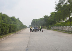 Repairing the highway - North Korea (Eric Lafforgue) Tags: war asia korea asie coree northkorea dprk coreadelnorte nordkorea 8201    coreadelnord   insidenorthkorea  rpdc  kimjongun coreiadonorte