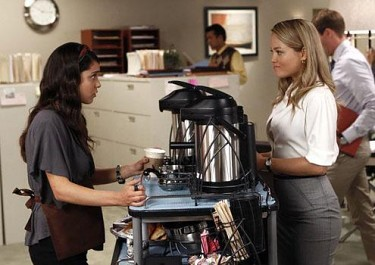 Julia from Parenthood talks to Zoe at a coffee cart