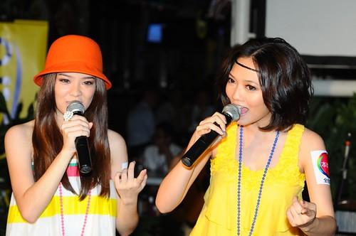 Stephanie刘佩芯和Fyone陈慧莹演唱彩虹的家