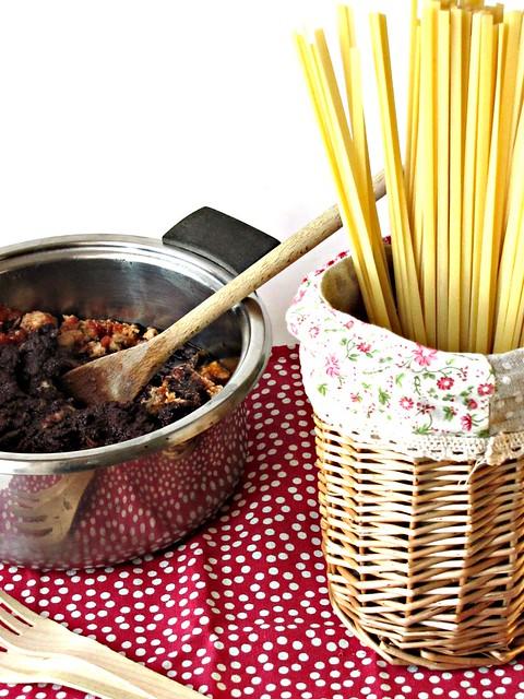 Tagliatelline con Ragout di Smeriglio Piccante alle Due Olive