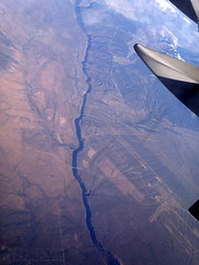 Arroyo Hondo Area,New Mexico / Taos Regional Airport (TSM) right corner of the picture. And that crack in the middle is the Rio Grande. (Σταύρος) Tags: november vacation holiday fall plane river airplane dessert fly inflight airport earth aircraft altitude flight jet machine aerial crack gorge sliver windowview boeing taos flughafen americanairlines aeropuerto rtw aereo aa 757 airliner vacanze avion windowseat roundtheworld riogrande amr globetrotter 機場 airplanewing regionalairport aéreo tsm boeing757 jetwing 空港 bigriver riograndegorge maesawyr 26a riograndebridge riograndegorgebridge insidetheplane worldtraveler arroyohondo 2058 laéroport αεροπλάνο flygplatsen aério πτερόν αεροδρόμιο interiorcabin inthecabin ktsm λεπίδοσ हवाईअड्डे dallas2011 seat26a flight2058 taosairport taosregionalairport