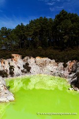 Devil's Bath - Wai-O-Tapu, New Zealand (My Planet Experience) Tags: trip travel newzealand vacation holiday green tourism yellow canon landscape photography photo bath rotorua photographie tour place image pics sightseeing scenic visit icon location tourist journey nz devil destination northisland sulphur sight traveling visiting paysage exploration geothermal parc touring waiotapu thermalwonderland devilsbath australe nouvellezlande ledunord wwwmyplanetexperiencecom myplanetexperience