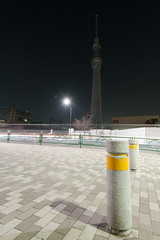 Les tours / Towers (Yuripere) Tags: street light japan night tokyo photo nikon snapshot asakusa japon d700 tokyoskytree afs1635mmf4g