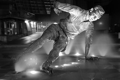 SIR TOM FINNEY STATUE, PRESTON, LANCASHIRE, ENGLAND. (ZACERIN) Tags: tom night football nikon chelsea north lancashire v preston splash pne long deepdale d300 bridge exposure west chelsea north end sir preston preston stamford finney