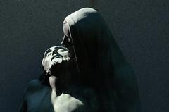 Pietà (Fransois) Tags: sculpture detail art cemetery montréal pierre gravestone chiaroscuro アート cimetière clairobscur pietà côtedesneiges tombale