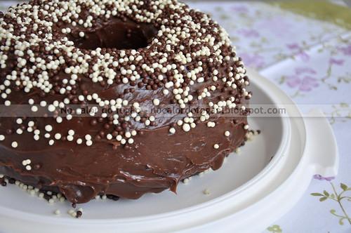 Bolo de chocolate com cobertura de brigadeiro