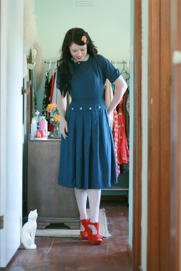1940s blue dress red shoes a
