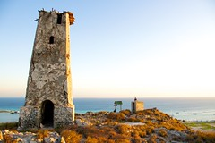 Tarde en el Viejo Faro (yarumcb) Tags: viaje luz sol azul faro atardecer mar fiesta gente venezuela playa dia colores amarillo turismo isla antiguo tarde losroques vegetacion turquesa finaldeldia archipiélago naturalezaisla