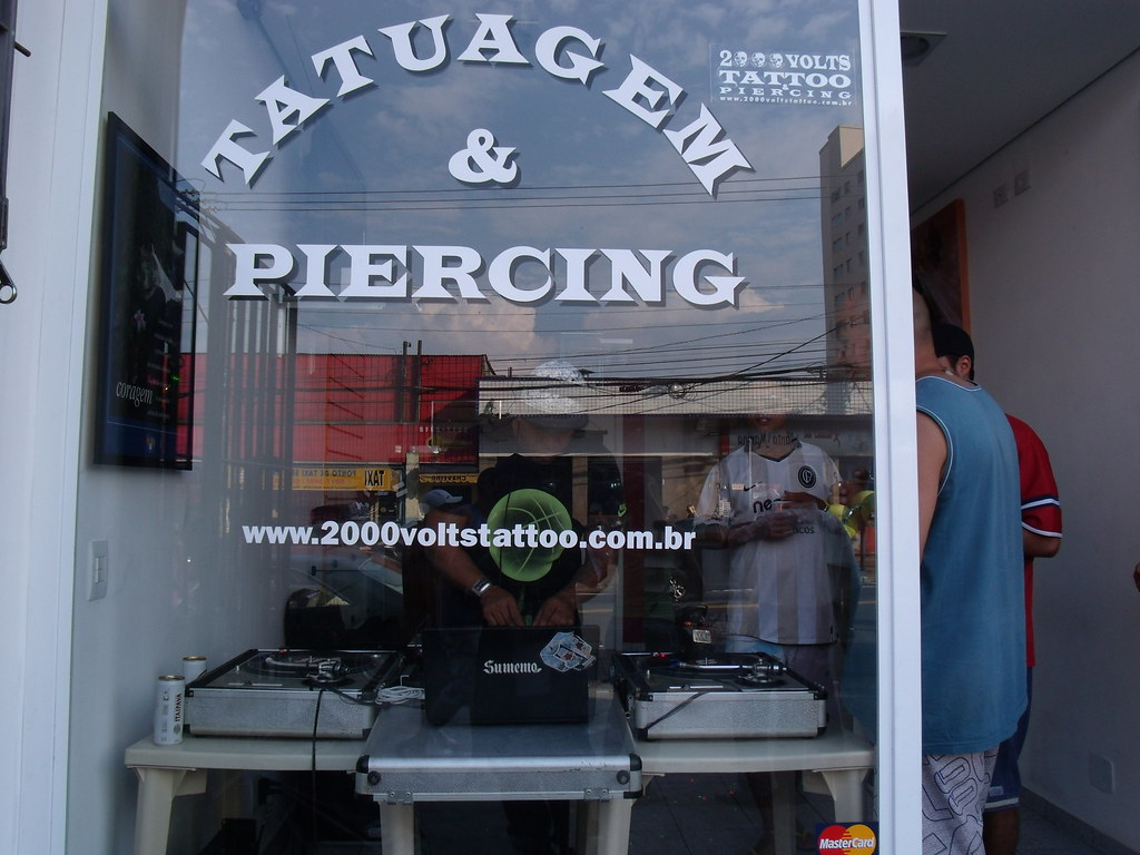 2000 VOLTS Tatuagem & Piecing