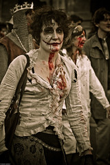 IMG_3629 (Meian') Tags: paris walking dead death blood zombie walk mort makeup gore rotten sang maquillage pourri meian 2011 putrefi putrify