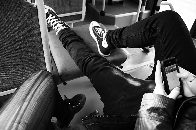 åkte buss med fotstöd