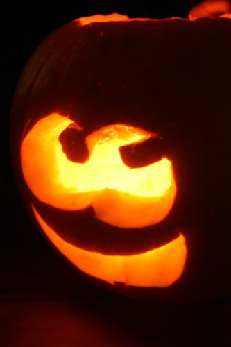 closeup-pumpkin-lit