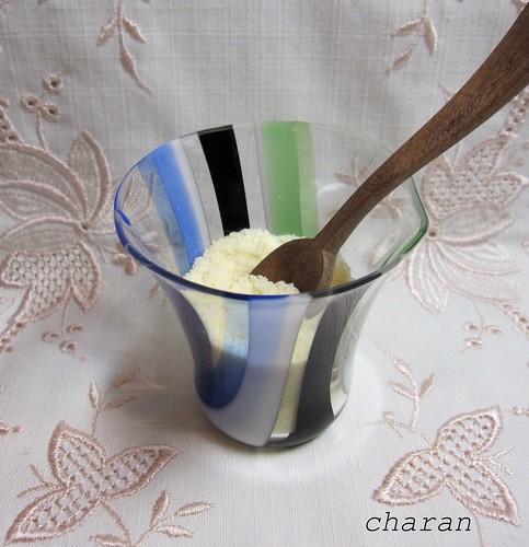 粉チーズと木のスプーン by Poran111