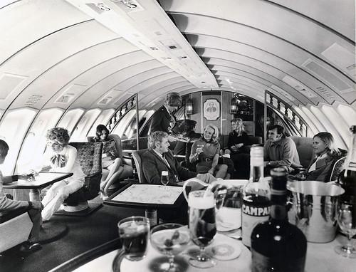 Boeing 747 Qantas 1971 1st class upper deck salon