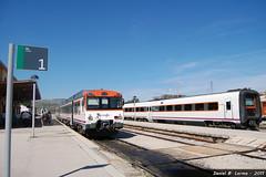 Dieseles (cauchopan) Tags: tren media diesel estacion soria regional trd distancia ferrocarril 592 atomico 598
