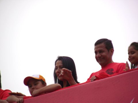 Ollanta Humala con su familia antes de la carrera 10K