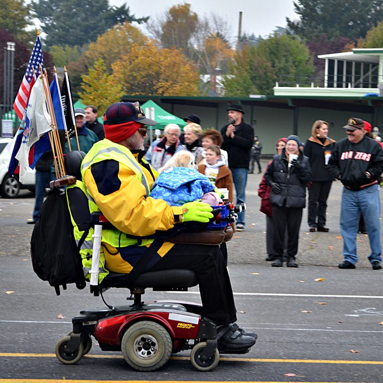 DSC_0157_veterans_day_parade_chair_scooter