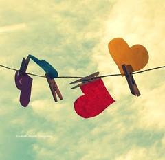 Cuori al vento (lizbeth ) Tags: red sky clouds rouge rojo eli heart amor cel cu vermelho ciel cielo nubes nuvens corao nuages rosso cuore corazn cur loveisintheair pinzas tenderete fotoarchivo corazonesalviento listentoyouheart clicktogether elizabethssecret cuorialvento